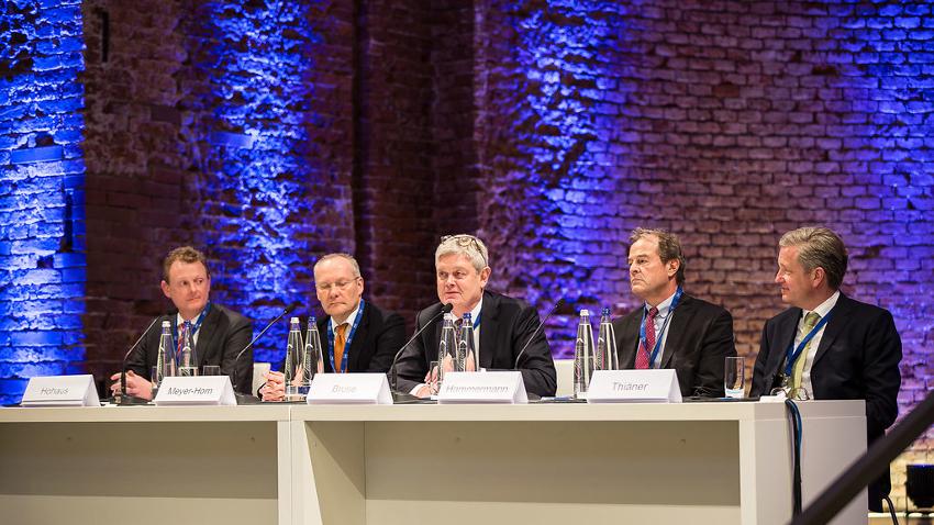 Podium diskutierte Zukunftsfragen: Dr. Benedikt Hohaus, Philip Meyer-Horn, Dr. Matthias Bruse, Dr. Peter Hammermann, Dr. Frank Thiäner (v.l.n.r).