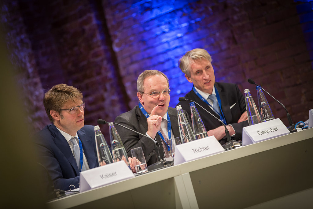 Podiumsdiskussion: Andreas Richter, Thomas Eisgruber und Michael Best (v.l.n.r.) diskutieren die Zukunft des deutschen Steuerrechts.