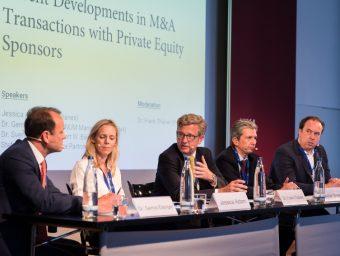 Private Equity Sponsoren in M&A-Deals – Jessica Adam (Macfarlanes), Dr. Gernot Eisinger (Afinum), Dr. Sven Harmsen (Baird) und Stefan Maser (Equistone Partners) diskutierten das Thema als Panelmitglieder. Das M&A-Panel wurde von Dr. Frank Thiäner (P+P, Bildmitte) geleitet.