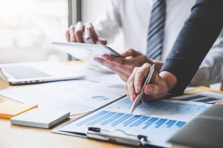 Während der Legal Due Diligence kommen viele, auch personenbezogene, Daten auf den Tisch. Entsprechend streng sind die datenschutzrechtlichen Vorgaben.