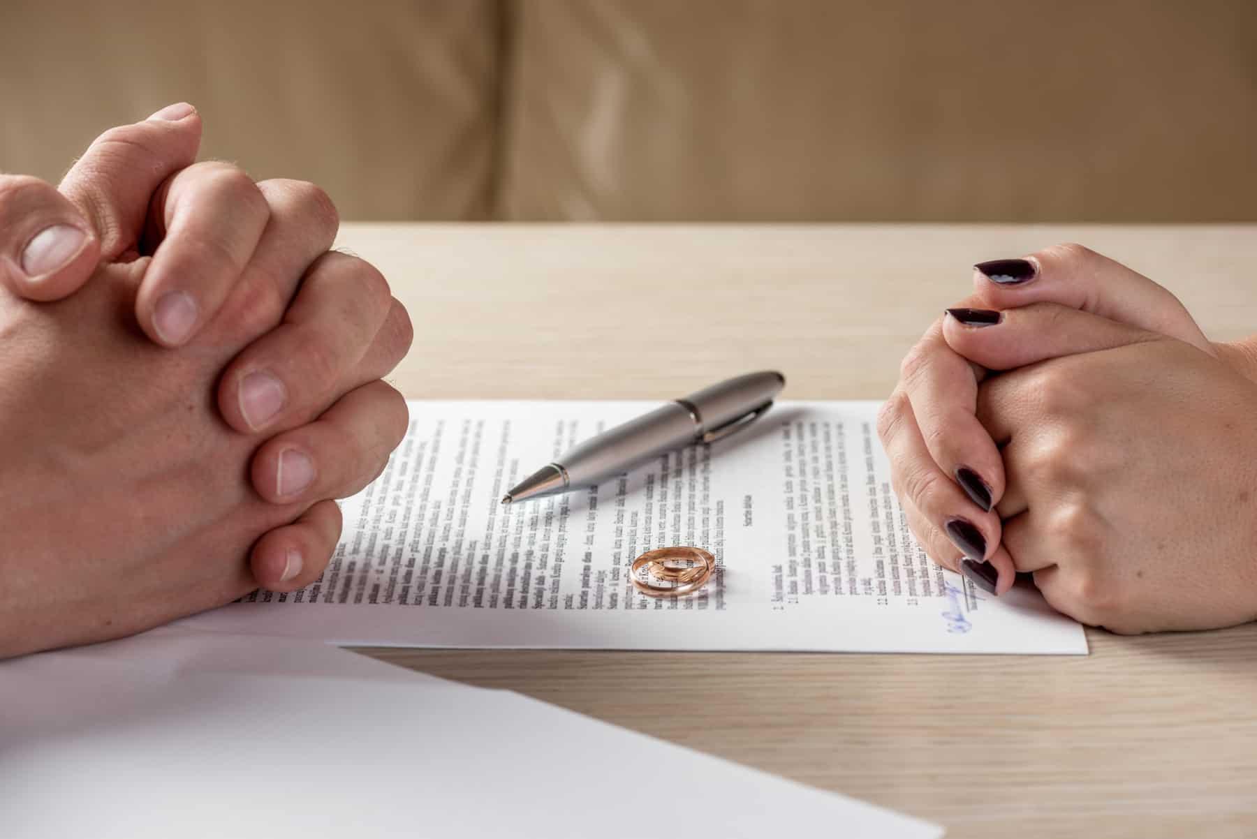 Insbesondere Unternehmer sollten sich gegen die wirtschaftlichen Folgen einer gescheiterten Ehe absichern.