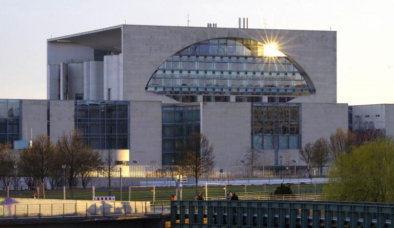Mit einem umfangreichen Konjunkturpaket will die Bundesregierung der durch die Corona-Krise angeschlagenen deutschen Wirtschaft wieder auf die Beine helfen.